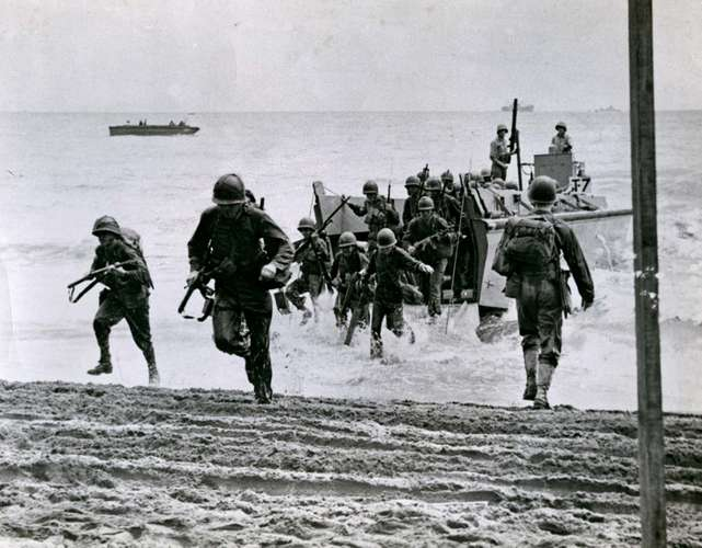 #OTD 1942, the U.S. 1st Marine Division began Operation Watchtower, the first U.S. offensive of the war, by landing on Guadalcanal, one of the Solomon Islands. #WWII #Historypic.twitter.com/jaPCqIAczY