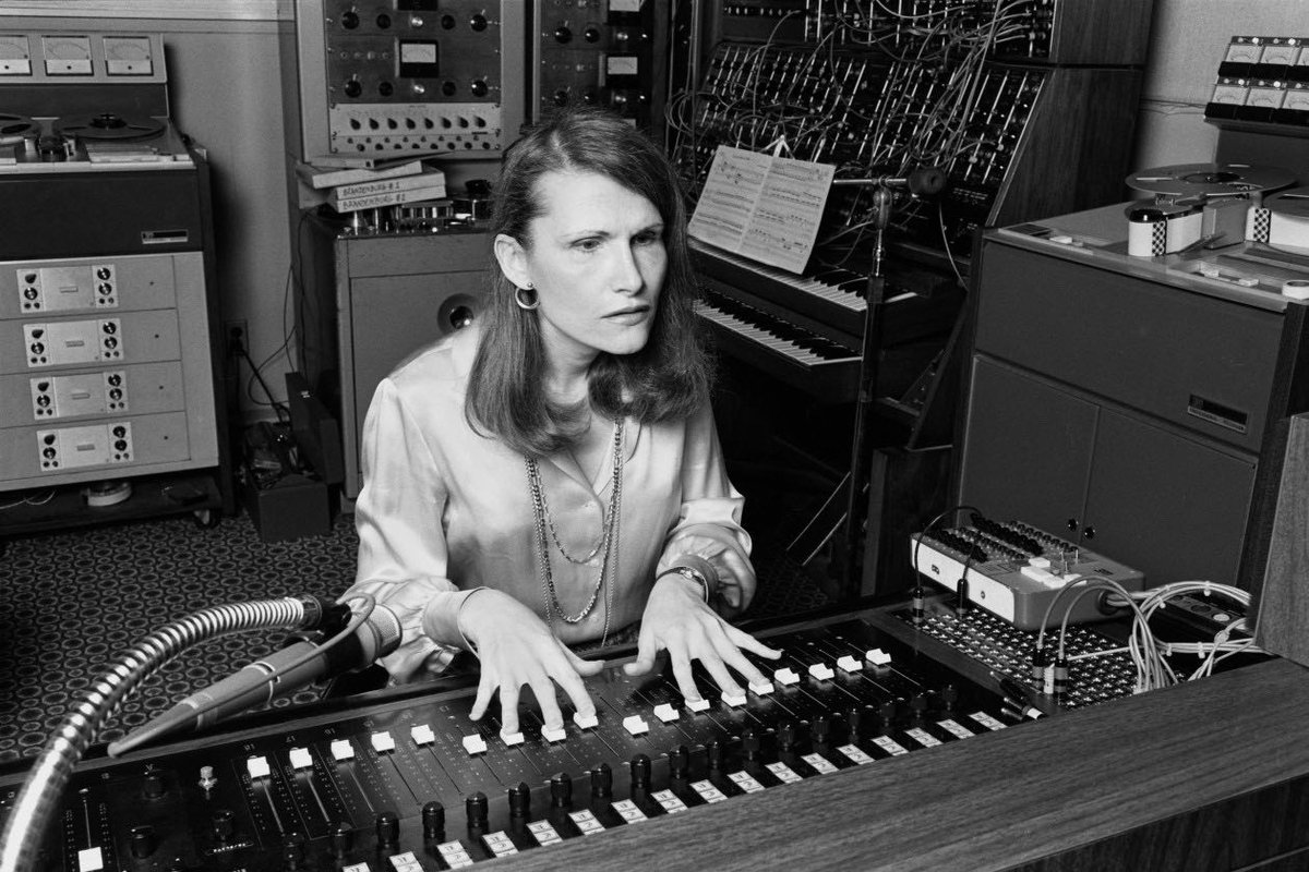 Wendy Carlos composer of TRON in the studio. #80s #SciFi #movies #tronpic.twitter.com/0Rb1cUXxi9