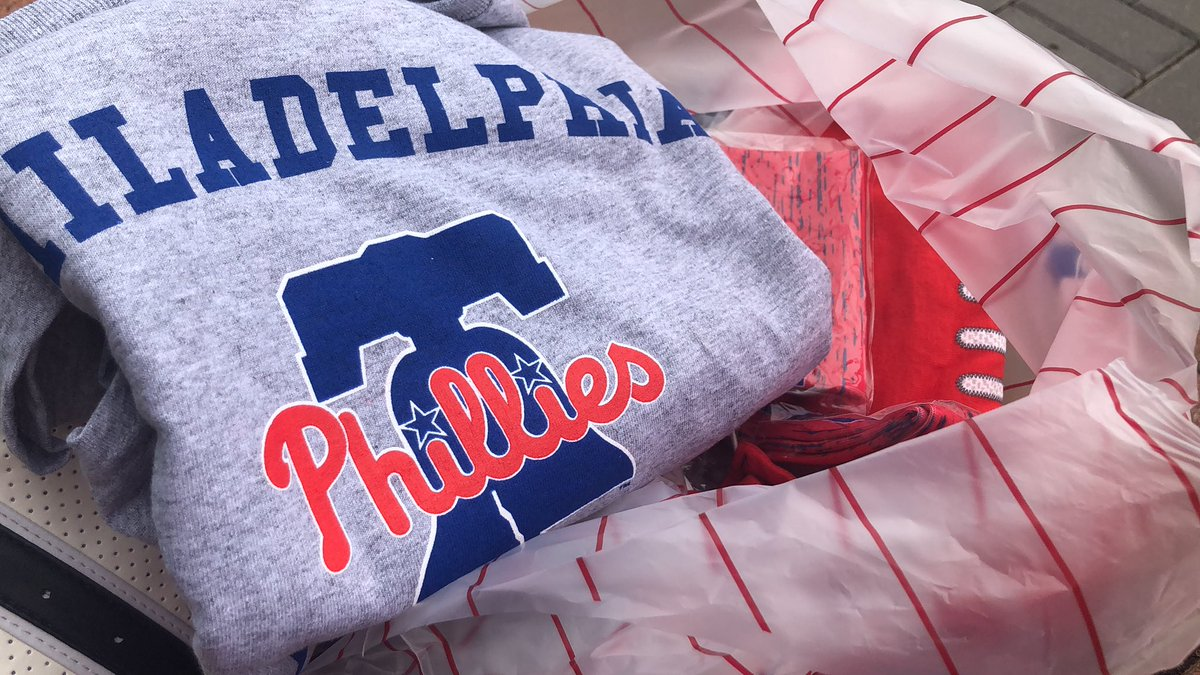 Friday shopping at CBP! Thank You, @philliesNEstore! #Phillies #AuthenticFan #AuthenticPHan #pinhead https://t.co/mAZavnUv9X