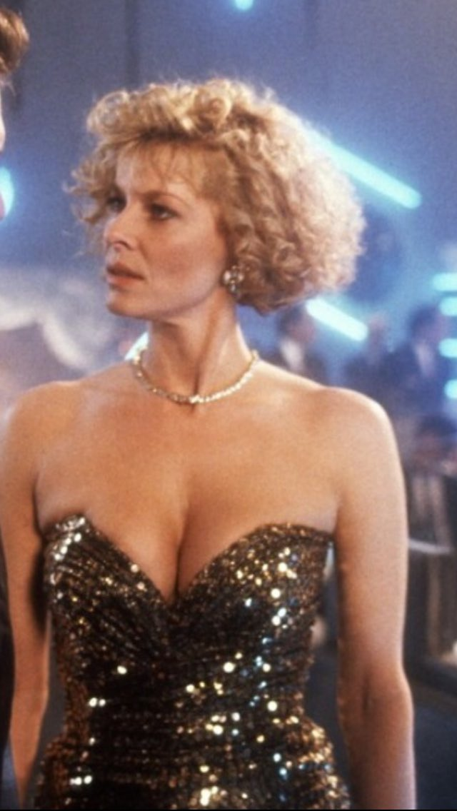 Clue to Tony's thriller theater NEXT WEEK, can you name this actress and movie????  #movies pic.twitter.com/PjRqE3q8Fj
