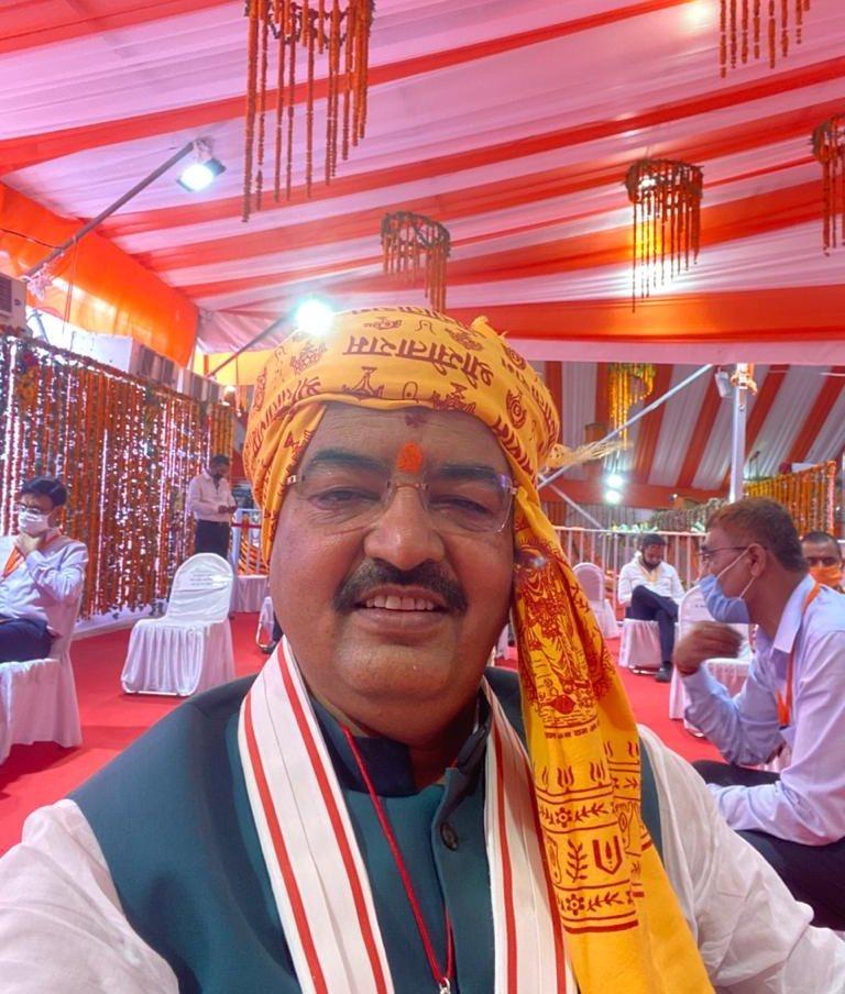 @SanjayAzadSln इनका नाम केशव प्रसाद मौर्य है ये उत्तरप्रदेश के मुख्यमंत्री है ये पिछड़ी जाति से है आँखो का इलाज करना है तो हम सहायता कर सकते है !