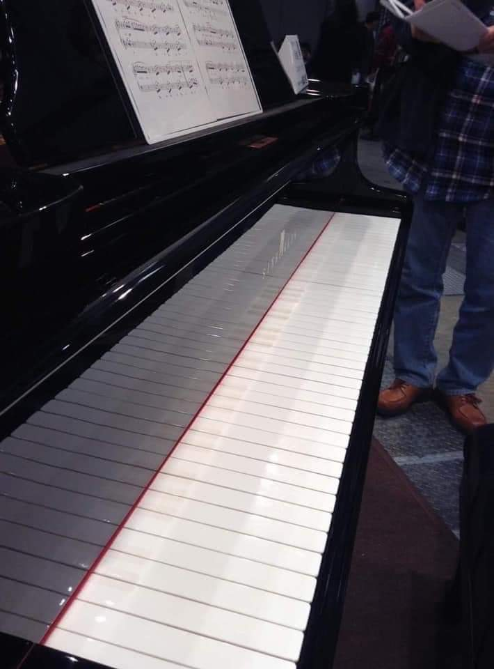 American policeman's piano...😬 https://t.co/5iQobIZ7Zh