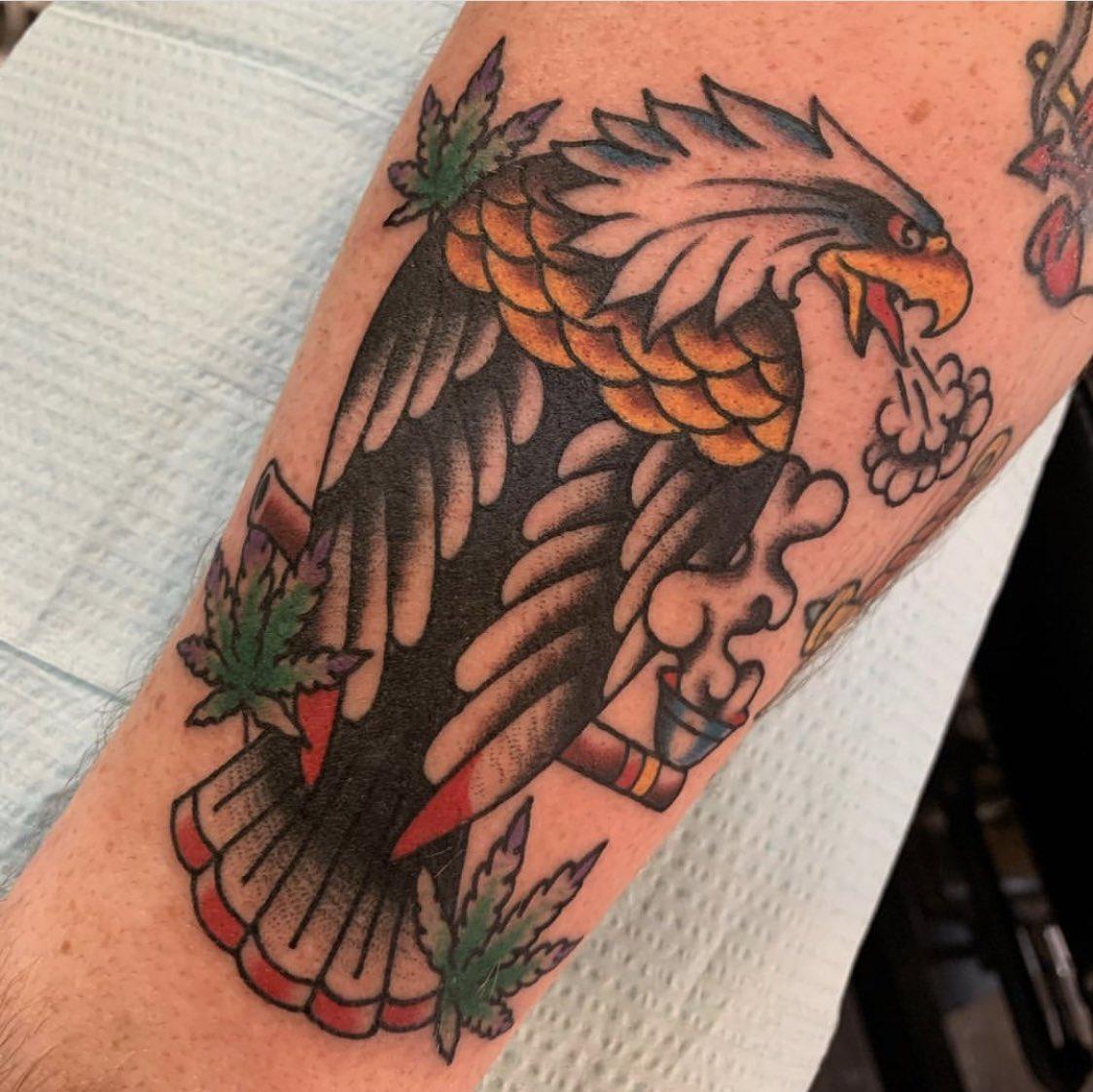Eagle chillin' real hard by @cs_tattoo #kustomhustletattoo #traditionaltattoo #eagletattoo #oldlines #boldwillhold #weedtattoo #tradworkerssubmission #scadsavannah #savannahtattooshoppic.twitter.com/LIfG5jR405