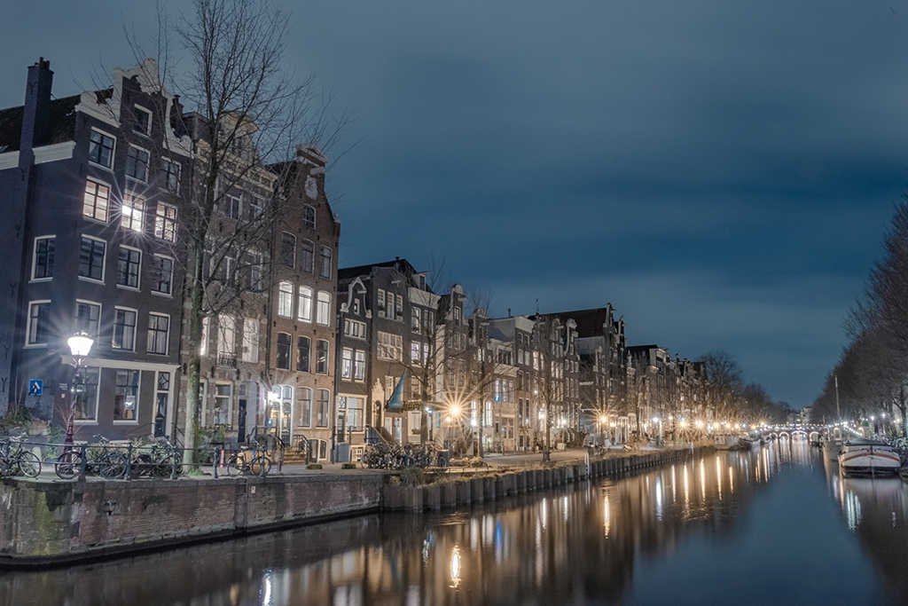 Lights on the Path - Last one for this week from glorious #Amsterdam but fear not I've still got a couple left from here to share with you next week.  @Iamsterdam @VisitAmsterdam_pic.twitter.com/XeGOHrAbso