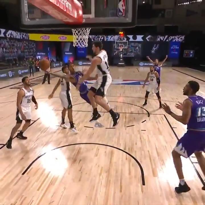 idk how JC got this to fall 🤯 (via @NBA) https://t.co/dsQ6QGpSMO