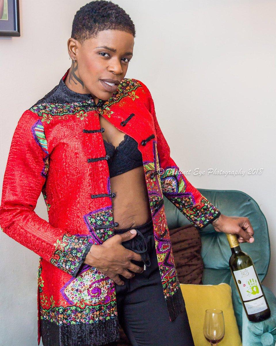 "Man I miss my short cut.. @hitthegroundrunning2019 ""Live in the moment Aisha @drdovec  #weightlossjourney #weightloss #gbmc #drdovec #tomboyfashion #androgynousbeast #tomboystyle #agressivewomenfashion #fashionable #style #styles #fashionweek #trending #trendsetter #androgynouspic.twitter.com/eHkkf7ibq3"