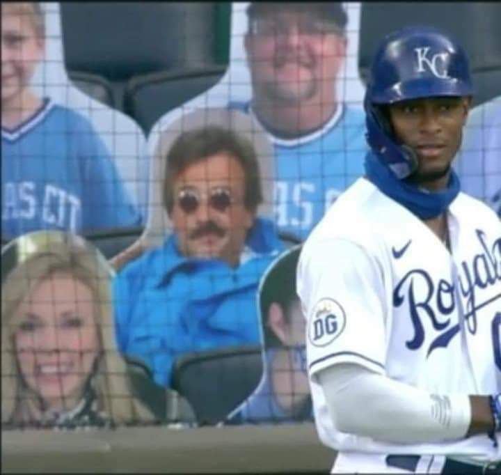 Well played, sir. Well played...  #comicconrevolition #weekendatbernies #baseball #wellplayed @mlb @InlandEmpireExp https://t.co/ZxedEJEWn7