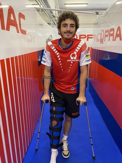 #MotoGP  @PeccoBagnaia se lesionó esta mañana y se perderá el #CzechGP y el #AustrianGP, de la semana que viene. Será operado en Italia en las próximas horas.  Lee todos los detalles 👉 https://t.co/LcUxvVtfsx 📸 @pramacracing https://t.co/UWQIQdMetX