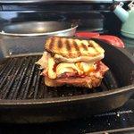 Image for the Tweet beginning: sandwich hour.