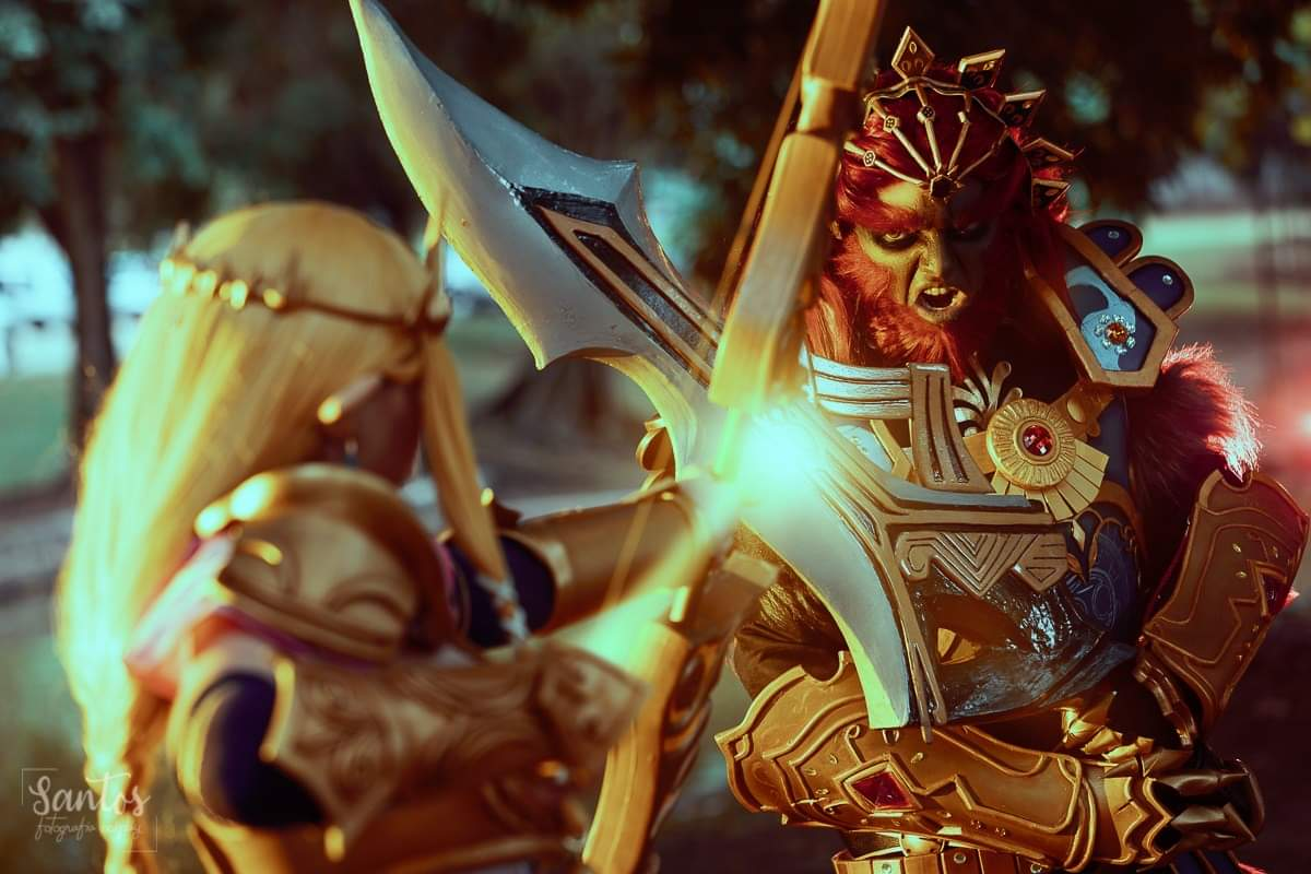 Dizem por aí que #zelda tá em alta por aqui.. então, vamos de algumas das minhas fotos preferidas desse ensaio! Hyrule Warriors Ganon: @zorak_x  (IG: zorakx_cosplay)  Zelda: me! (IG: marilunacosplay)  #hyrulewarriors #ganondorf #cosplay #evafoam pic.twitter.com/ASlLLp6VP9