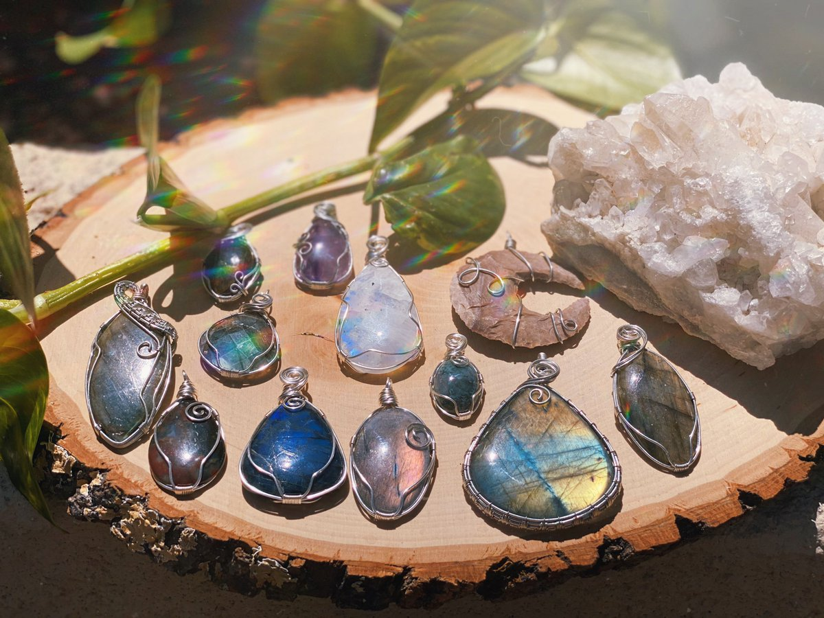 Hi all!! My name is Sara! I'm new to Twitter, I make crystal handmade jewelry and accessories! Give me a follow it would mean the world to me!  #handmadejewelry #Wirewrapped #crystals #Pendant #witchesoftwitter #witches #labradorite #moonstone #jewelry #jewelryaddictpic.twitter.com/rAXdE7ksDa