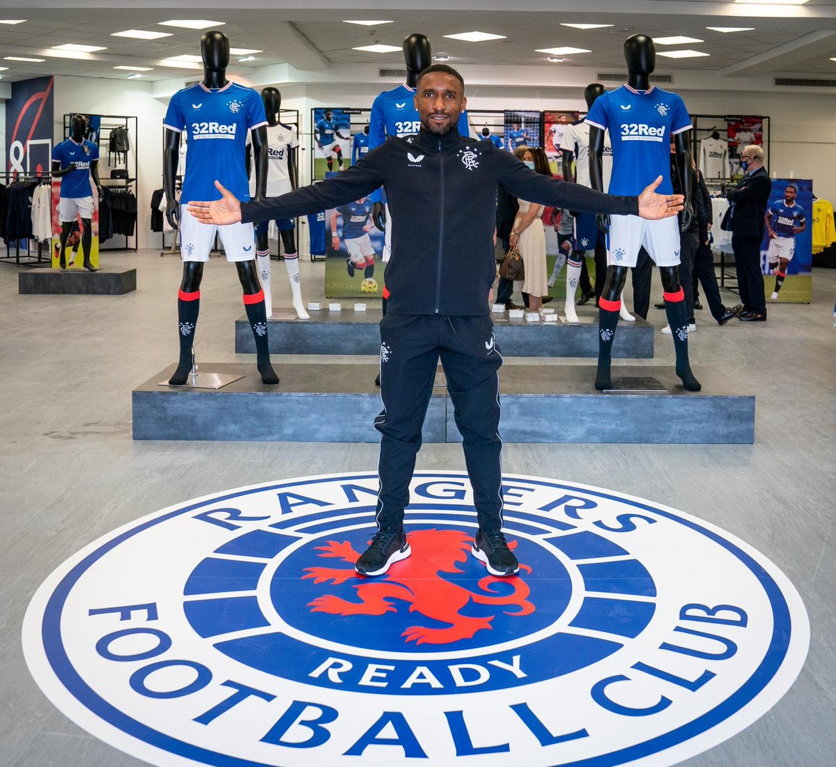 Great to represent the First Team at the opening of the new Rangers store at Ibrox. An historic day for our club. Well done to the boys at Castore too. The support of our fans has been incredible. 💙