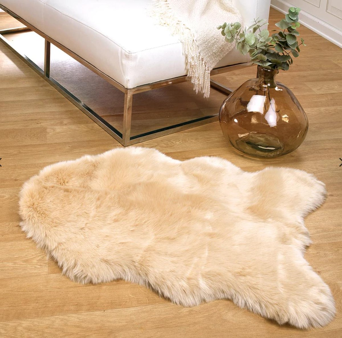 Don't forget to show us how you make your home chic with our faux fur rug!    #interiordecor #interiordesigner #homestyle  #instahome #interiorstyling #livingroom #inspiration #luxury #shabbychic #rugs #fauxfurpic.twitter.com/71pNeAqhvm