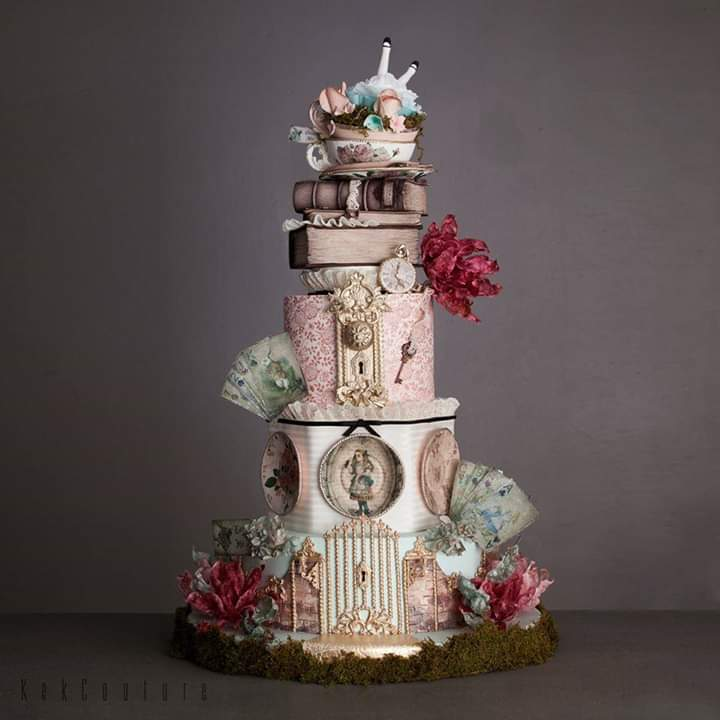 #Cake 🍰 Awesome of the Day: #Steampunk ⚙️ #Victorian-Inspired 'Alice in Wonderland' #Weddingcake  💍 Pièce Montée With #Books 📚 #Watch ⌚ & Keys 🗝️ By Kek Couture via @Judy_LaLectora #SamaCake