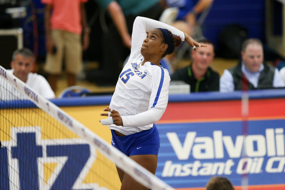 In her first season in a #Hofstra uniform, 𝐿𝓊𝓏 𝒟𝒾𝓋𝒾𝓃𝒶 𝒩𝓊𝓃𝑒𝓏 𝒮𝒾𝑒𝓇𝓇𝒶 posted 120 kills and 40 blocks. She ranked fourth on the team in kills and fifth in blocks and helped the Pride to 17 victories a season ago.   #RoarWithPride https://t.co/PE11MmqGSU