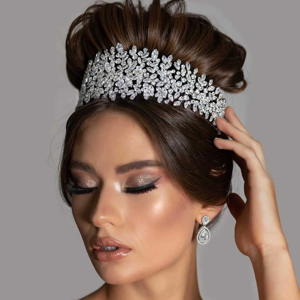 The Stunning BELLE wide Headpiece/ Headband- Can be styled in so many gorgeous ways it's Bendable & Flexible Luxurious Bridal Swarovski & Cubic Zirconia Stunning Design- Luxurious Elegance - Made with Brilliant Rhodium for lasting Quality - All our Headpieces Comes in Gold t… pic.twitter.com/x81YvtdpAB