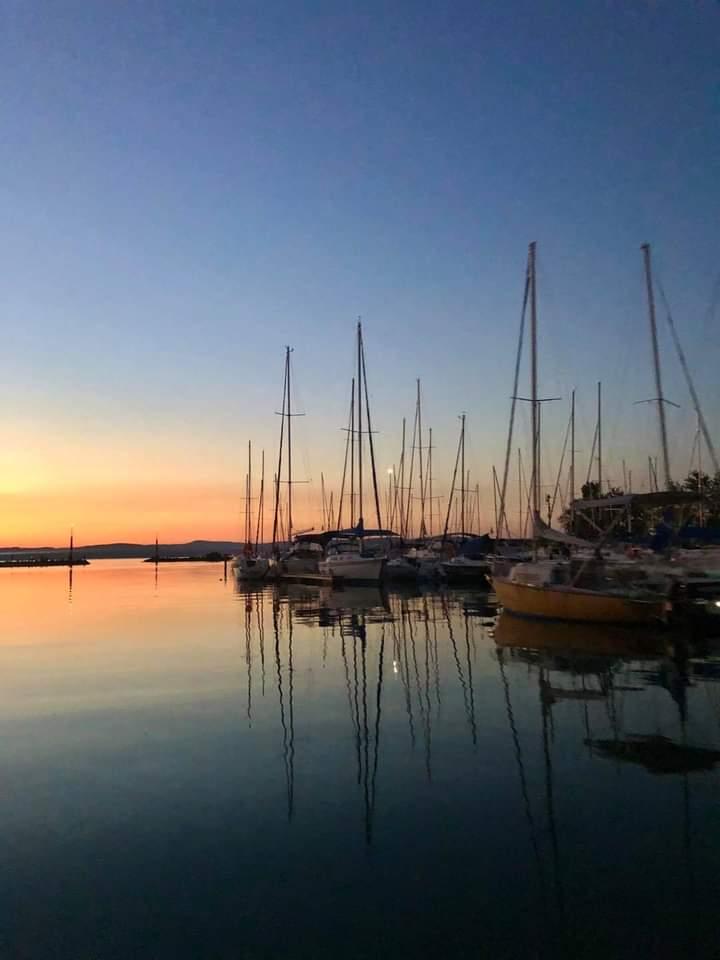 Good evening! Balatonszemes and the sunset  #Balaton #Wonderful #Hungary #home pic.twitter.com/wFHmWLcZAW