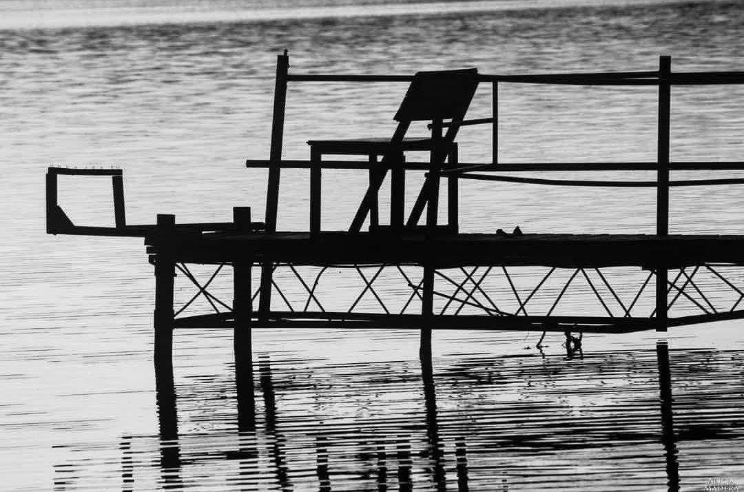 Empty Chair 🎶youtu.be/wciOD56pafE🎶 #canon #canonphotography #photography #fotografia #music #sting #sunset #lake #minimalism #minimalmood #emptychair #summer #bridge #travel #water #Poland #visitpoland #sun #landscape #holidays #minimalart #art #bnw #lines #nature #fishing