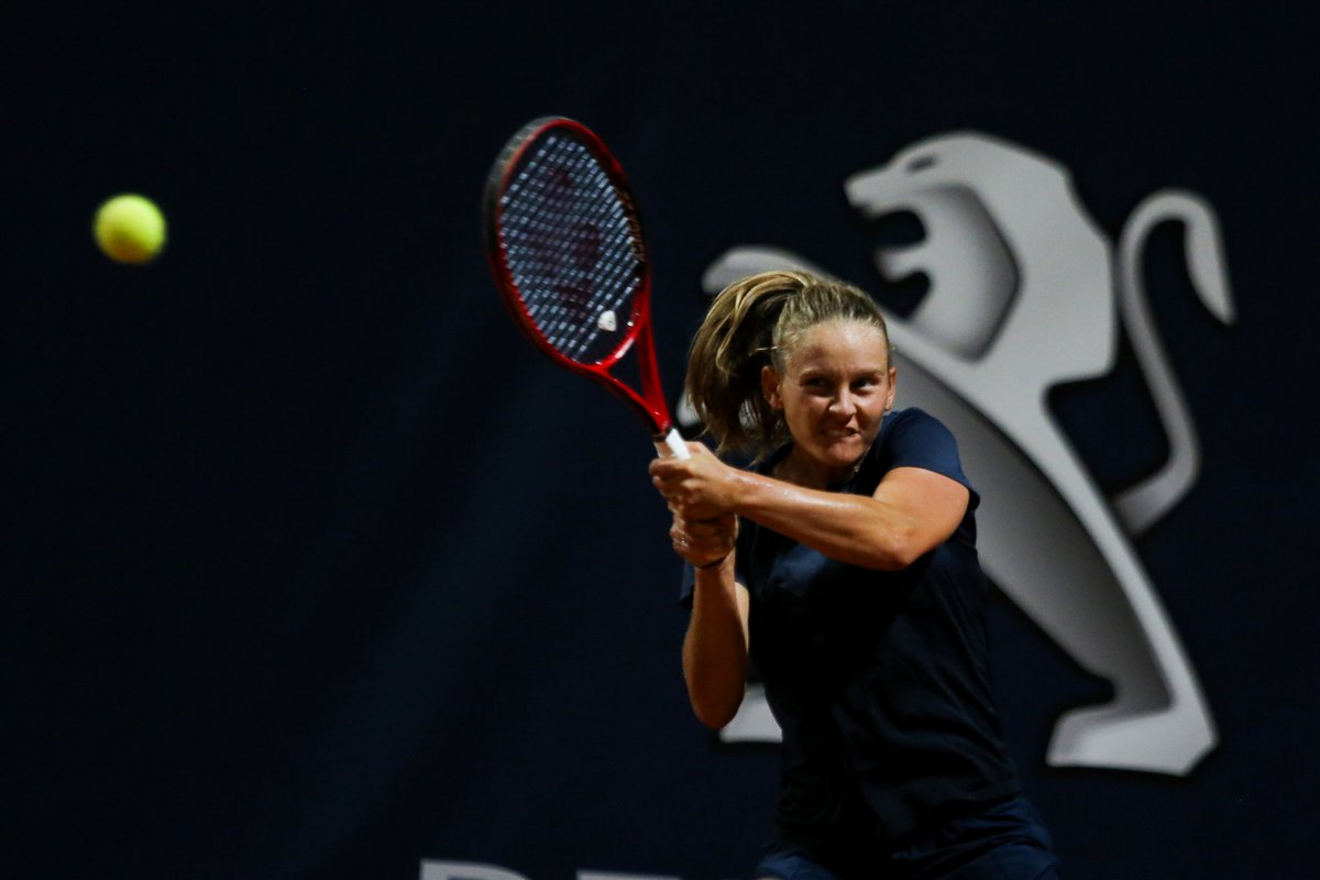 Winning ways continue for Fiona #Ferro at @LadiesOpenPA: A solid win over former Palermo champ @SaraErrani in straight sets. 13 straight wins in all competitions for Ferro. Next, semi matchup against Giorgi/Yastremska winner. 🎾 #tennis