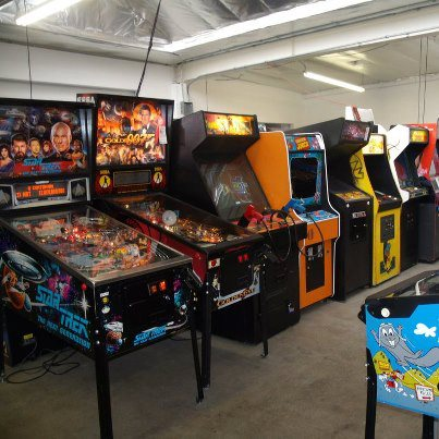 Vintage Arcade Superstore has brilliant #arcadegames and #pinballs ready for your 2020 game room! Visit Our Showroom Saturday 12 noon - 5 pm or weekdays by appointment. Conveniently Located In Glendale, CA. Mention Twitter. #RetroGaming #retrogamers 818-246-2255 pic.twitter.com/NBQONdsaPw