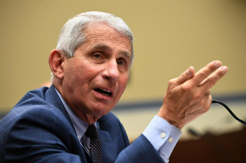 Fauci warns COVID-19 vaccine may be only partially effective, public health measures still needed https://t.co/zIIFJUUGjs https://t.co/QJYQabAyEQ