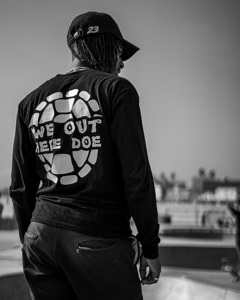 """""""You only live once, but if you do it right, once is enough."""" — Mae West.   #lifestyle #photography #blackandwhite #quotes #venicebeach #skateboard #photography #sonyalpha #sigma #art #respect #beachlife #vibes #noccopic.twitter.com/uGn6etKodQ"""