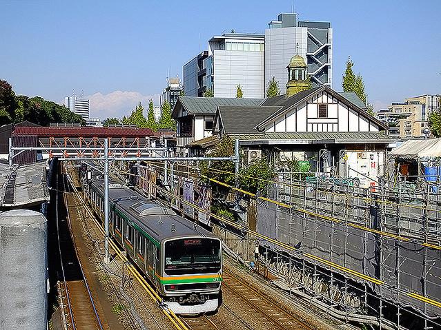 【建て替えへ】原宿駅の旧駅舎、8月下旬から解体防火面の安全性を考慮し、延期の五輪大会前に解体することに。安全性を高め、外観を再現したデザインで建て替える。
