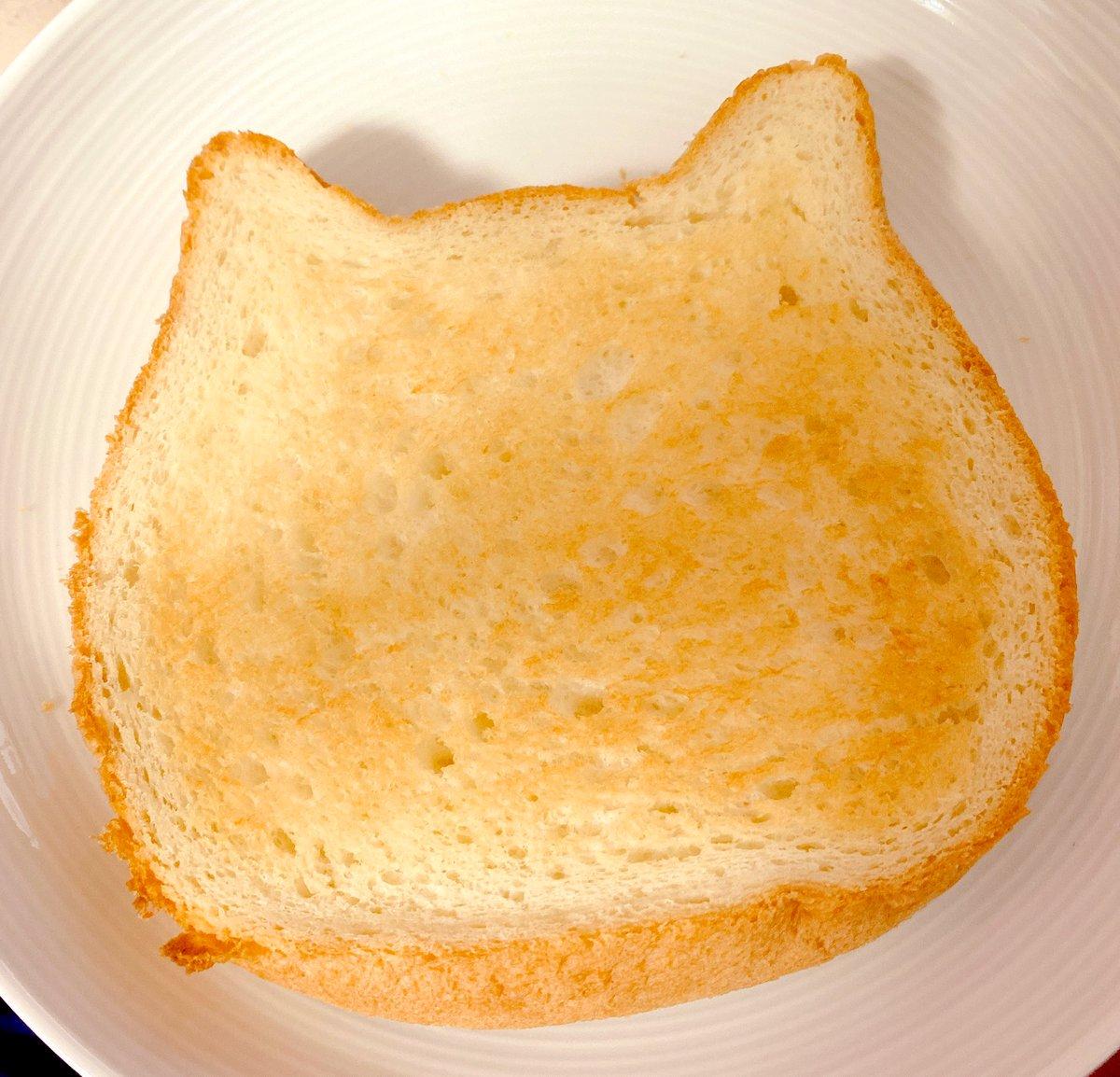 みてーー!!!!!!!!!!!!!!!!!!ねこねこ食パン!!!!!!買いました✨✨✨(^・ω・^§)ノねこねこ食パン美味しい……可愛い、美味しい……