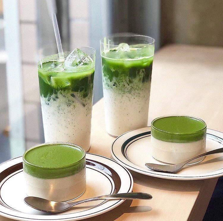 東京都西荻窪にあるお店「Satén japanese tea」の、ふわとろで濃厚な抹茶の味わいと、緑と白の二層のコントラストが美しい抹茶ぷりん✨