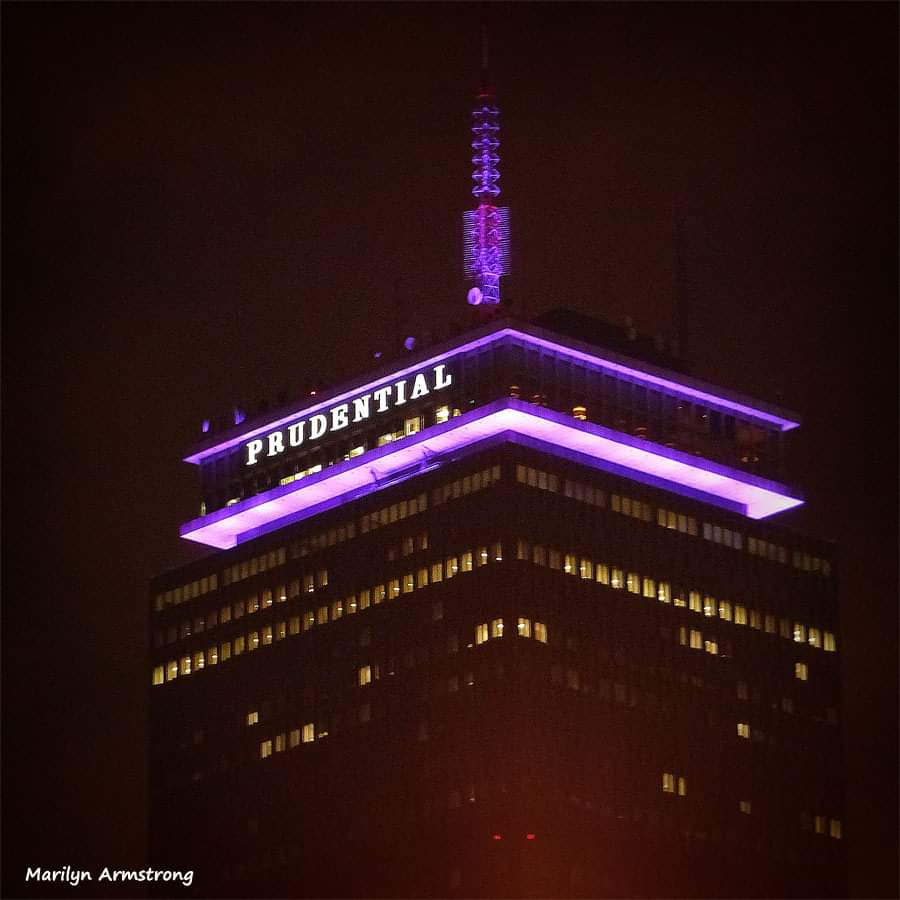 Familiar landmarks illuminated purple to honor Purple Heart Day. #PurpleHeartDayMA #HonorThem https://t.co/qSCMRm2vN0