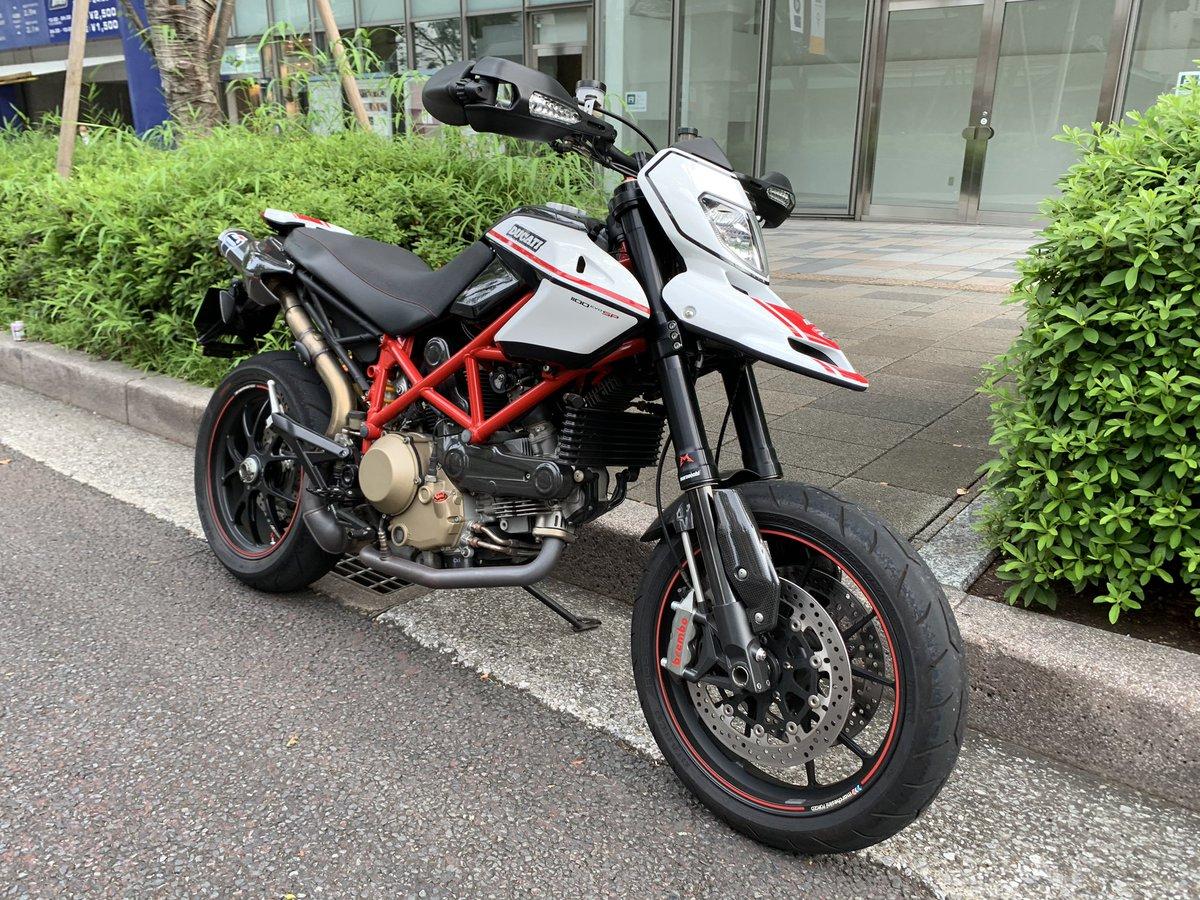 Omotesando, TYO. #ドゥカティいいじゃん #ducatigram #ducati #duca #ducatista #forzaducati #hypermotard #moto #motorcycle #motorcyclelife #motorbike #motorrad #supermoto #bike #biker #bikelife #bikefam #instamoto #instamotorcycle #instamotogallery #streetbike #termignoni #brembopic.twitter.com/cMYkAtajIF