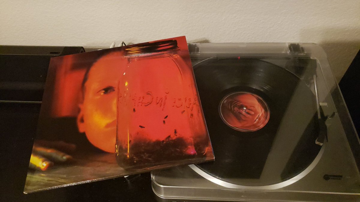 One of the greatest opening to any album ever. @AliceInChains Jar of Flies #vinylrecords #vinyl #vinyljunkie pic.twitter.com/K6wZgOmSud