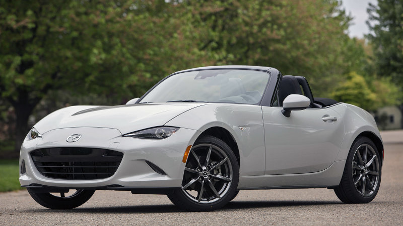 What a 181-horsepower 2019 #mazda MX-5 Miata means for us, and.... #cars #speedwayselfie http://bit.ly/2Hqkiy4pic.twitter.com/OFbmR4ZxFe