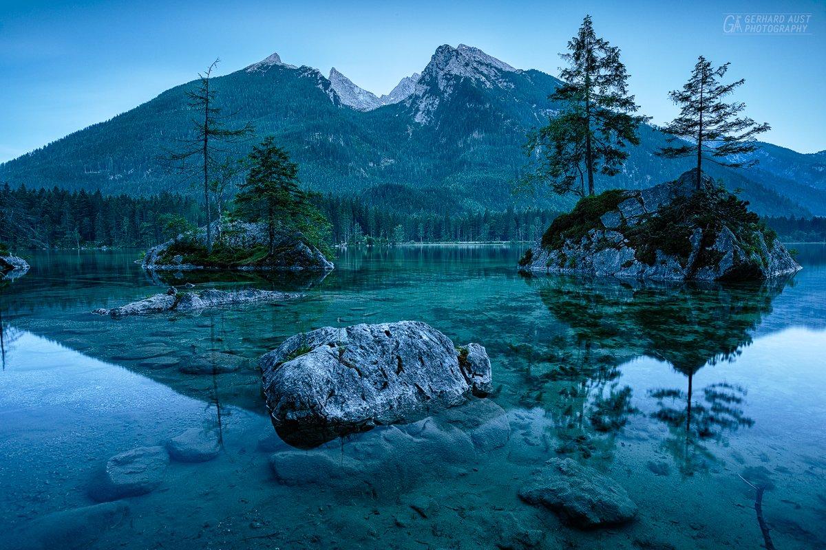 Lake Hintersee Austria  #photography  #lake #eveningpic.twitter.com/HoE632BOkv