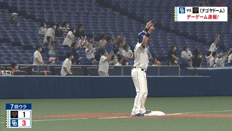 ドラゴンズ今日の試合。福田選手3ランホームラン時の3塁ランナー アリエル選手。飛び跳ねてガッツポーズ!