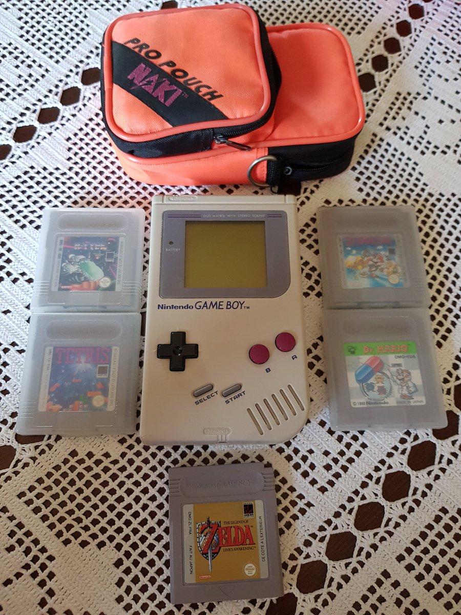 Never forget the real fat game boy with the classics games during holidays!:) have fun all! See you! #retrogaming #retro #gaming #retrogamer #gamer #Nintendo #MarioBros #Zelda #gameboy #gamers #retrogamers #videogames #tetris #r-typepic.twitter.com/QtMO3gXYfN