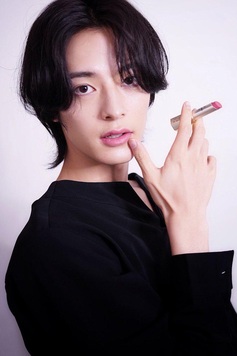 今回キャンペーンモデルを務めたアルビオン エレガンスコスメティックス『ルージュシュペルブセミマット』自身が使用し参考になればとヘアメイク
