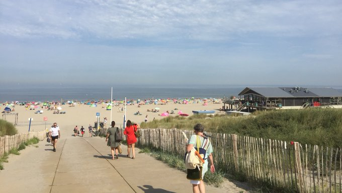 Heel Holland bakt....op het strand https://t.co/0xDVHjmBip https://t.co/HNqoEUYOe8
