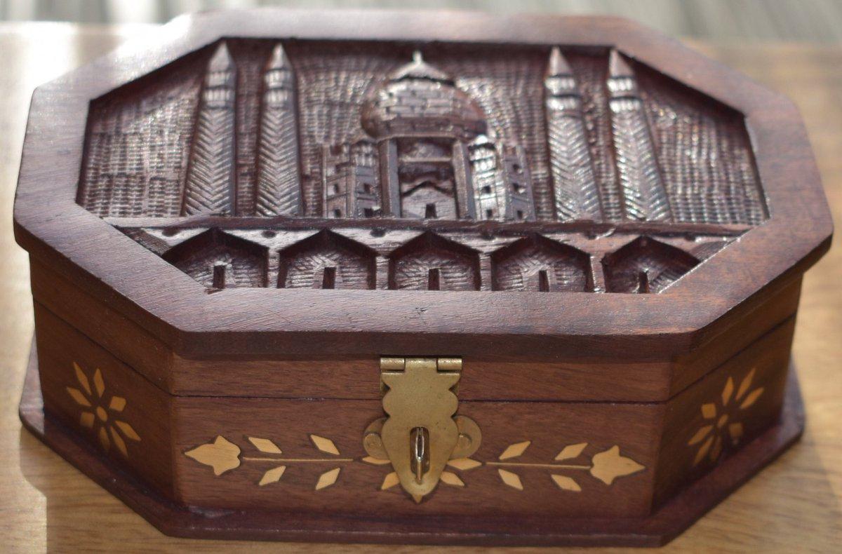 "#Aanjaleescradt Solid Indian rosewood Taj Mahal carved box.Indian Handicraft- Octangle Box-6X4"" #wood #etsy #storagebox #box #woodenbox #decor #homedecor #officedecor #indianhandicraft #woodencraft #gift  https://etsy.me/3a90oFXpic.twitter.com/VMI8ytpaWI"