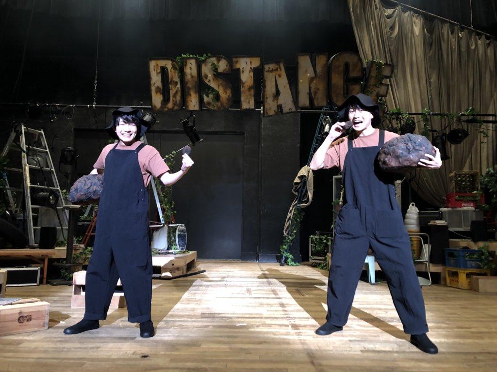 「本多劇場next DISTANCE-TOUR-」本日13時『ムリとムラ』終了〜っ!ご来場の皆さま、生配信をご覧の皆さま、ありがとうございました〜っ!「う●こ💩」と記念撮影〜っ!久しぶりの舞台に、ドキドキしたけどめちゃくちゃ楽しかった〜っ♪スタッフの皆さまもありがとうございました!#DISTANCE
