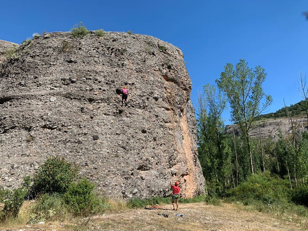 Que bien lo pasamos en nuestro curso de iniciación a la escalada con esta pareja tan simpática.  https://t.co/HvxRs7Lvr8 #Ezcaray @info_ezcaray #bike #montaña #ebikes #guide #guiasdemontaña #bicicletas #mtb #escalada #senderismo #btt #mtbguide #mountainguide #alquilerdebicicletas https://t.co/HgxeHrl4nr