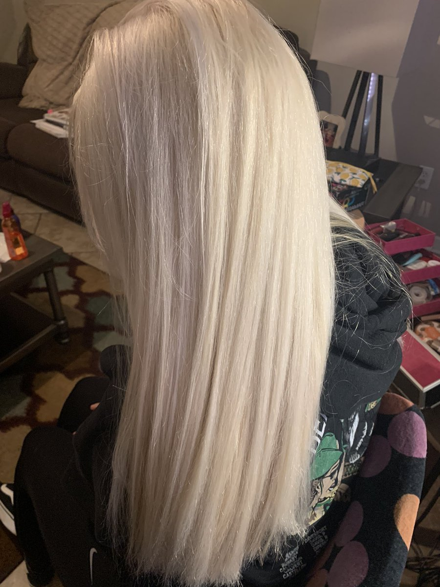 new hair  s/o to my girl amber I really was hesitant bc I be picky asf but she proved me wrong! So in love! #platinumblonde pic.twitter.com/8JERoBolwl