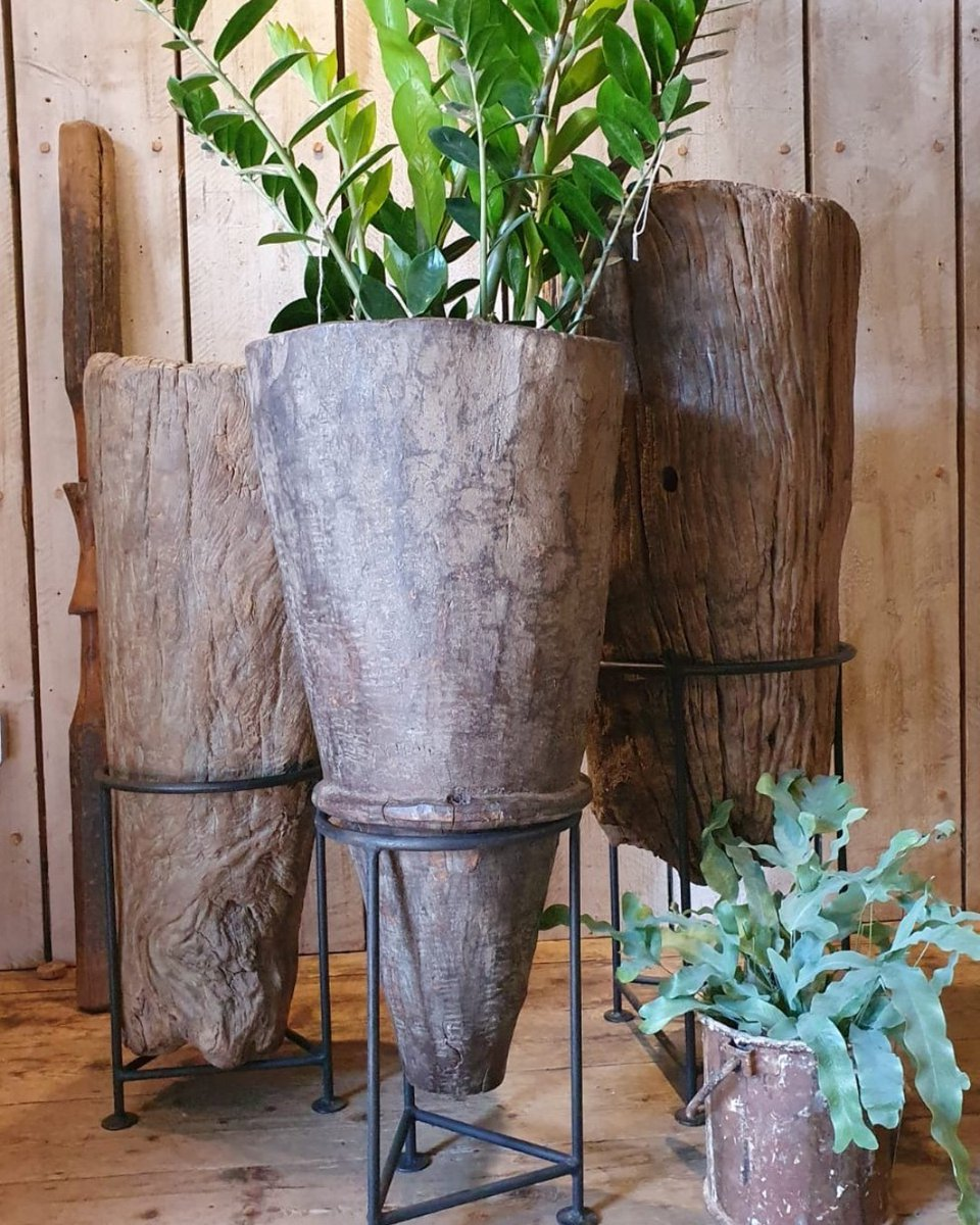 Sometimes the simplest of things are most beautiful and captivating #planters #rustic #sculptural #kitchenalia #mortarandpestle #garden #kitchen #interiorinspo #eclectichome #modernrustic #natural #dwell #housebeautiful #decorativeantiques  https://reginaldballum.co.uk/in-stock/decorative-2/homewares/primitive-mortar-pestle/…pic.twitter.com/dGdardOrwn
