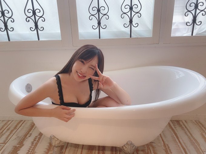 グラビアアイドル真田りなのTwitter自撮りエロ画像7
