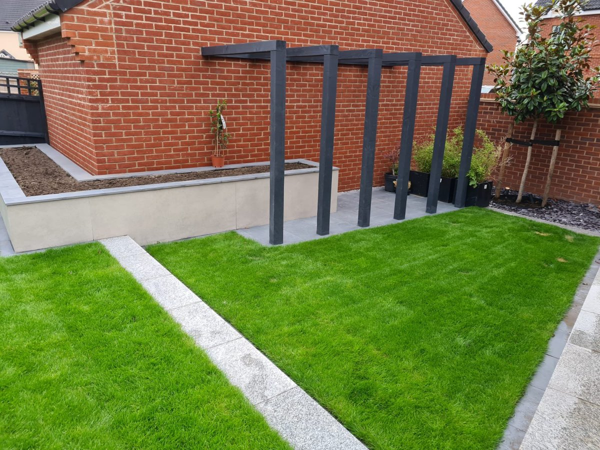 Nice Slab Coke Porcelain & Design Clad job completed in Wavendon. A tranformation from struggling lawn to a smart contemporary space. Ready for some splashes of planting colour. Fine work again from the lads on site @vapingjay1 @mandy_steed @_LONDONSTONE  #weareAPL #gardendesignpic.twitter.com/IZsL9TgVkn
