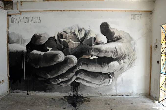 ... like the most precious treasure... preserved with due care. A flower, a heart, a life... in your hands. Art by Gomez in Roma #StreetArt #Art #hands #Flowers #BlackAndWhite #beauty #Poetry #UrbanArt #Roma pic.twitter.com/gDSCPPeDcB