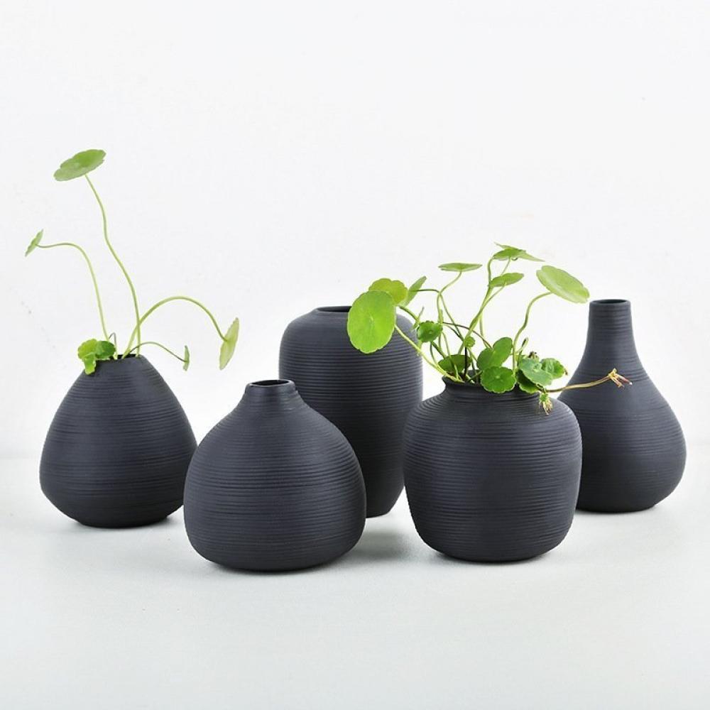 Modern Ceramic Black Vase Use the code FLOWERYHOMES20 to get 20% off.  Free International Shipping.  #decor #homeinspo #instadesign #hogar #casa #interiorinspo #bedroomideas #bedroomdesigns #realestate #bedroomdecor #bedroomideas #masterbedroom   https://www.floweryhomes.com/shop/decoration/modern-ceramic-black-vase/…pic.twitter.com/pKvqpHxtKW