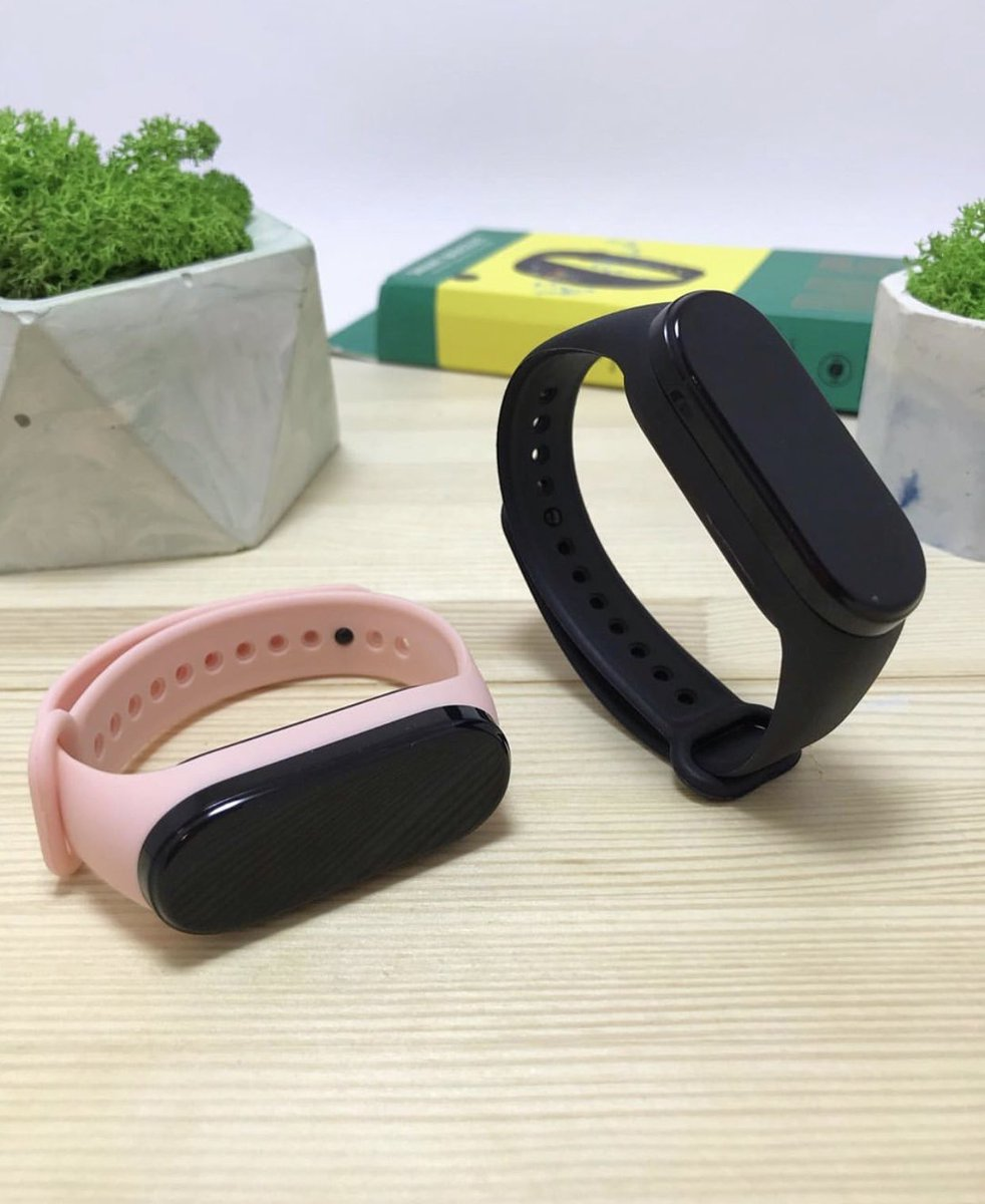 Something for The ladies  M5 smartband  N8,500 Available in Pink only Call/sms Push notifications  Step count Calories burned  Sports mode  Nationwide Delivery   Retweets are Appreciated pic.twitter.com/qWd65V2gs3