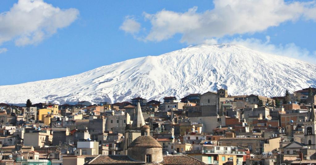 Alle pendici dell'Etna, Bronte è famosa per la coltivazione del pistacchio. #blogsicilia #frastuca #bronte