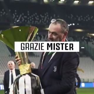 Grazie di tutto, Mister Sarri. https://t.co/8IxLsQUTtG